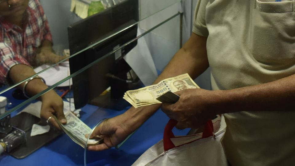 Kerala finance minister Thomas Isaac said the shortage of currency notes may create a problem in the withdrawal of December salaries.