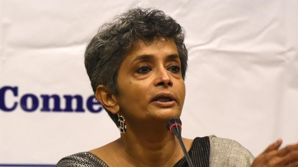 A group of 10-12 professors, including Nivedita Menon, economist Jayati Ghosh, and Vikash Rawal addressed the students on Friday.