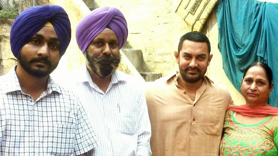 Omkarjot Singh with his parents and Aamir Khan during shoot of Dangal movie at his home in Kila Raipur in Ludhiana on Thursday.