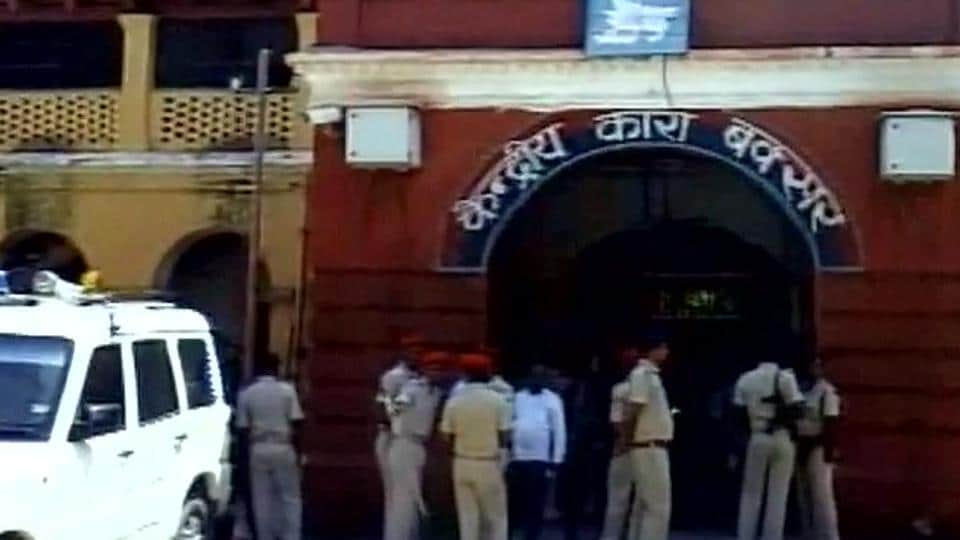 Five prisoners escaped from the Buxar jail on Saturday.