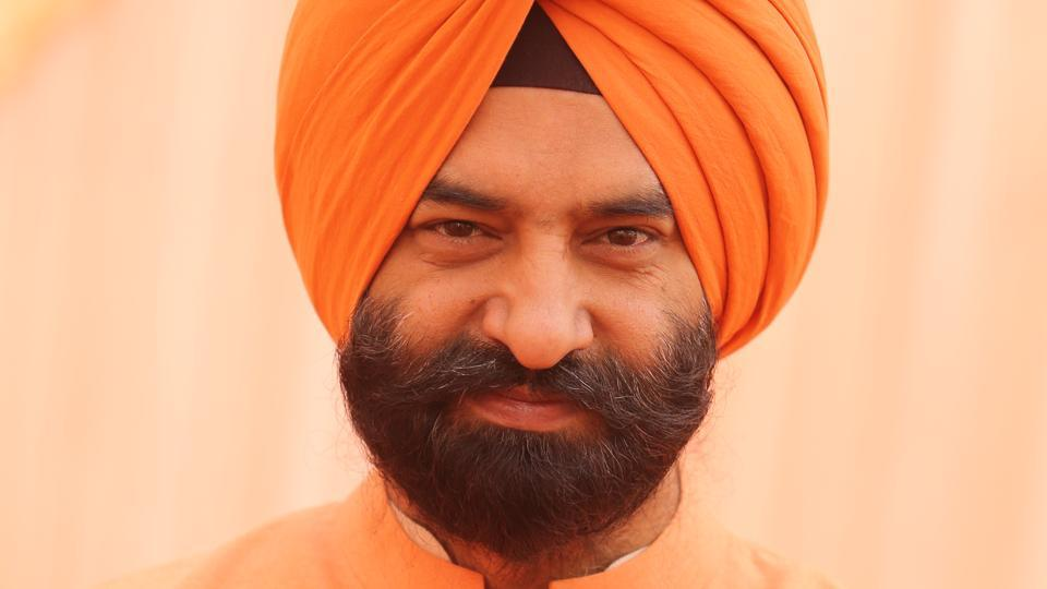 SAD spokesman and adviser to Punjab deputy chief minister Manjinder Singh Sirsa said that the AAP leader considered the Punjabis fool, that's why he is resorting to tell lies so as to mislead them and try to form government in the state.