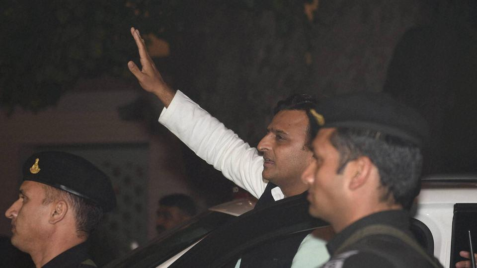 Uttar Pradesh chief minister Akhilesh Yadav leaves his official residence on 5 Kalidas Marg in Lucknow on December 30, 2016, hours after being expelled from the Samajwadi Party by his father and party president Mulayam Singh Yadav.