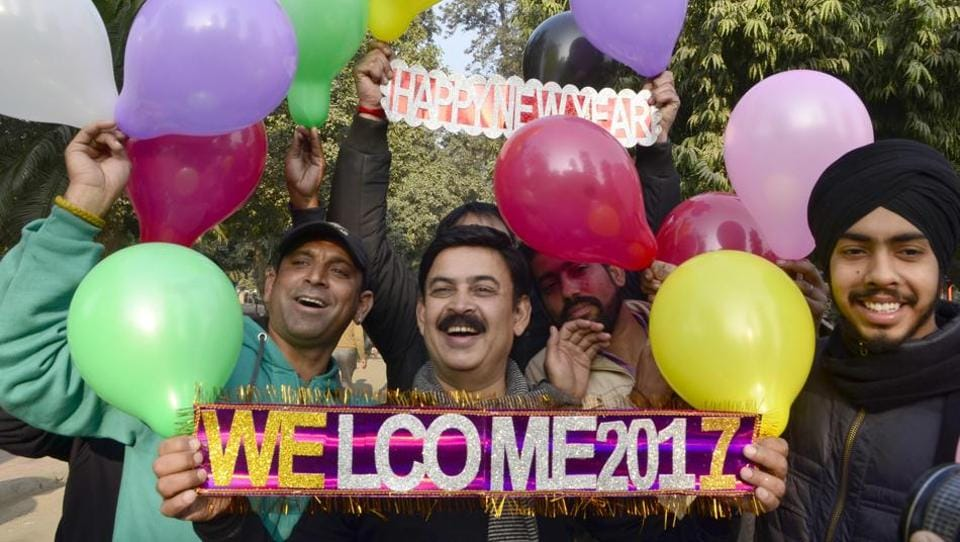 Residents welcoming New Year at Company Bagh garden, Amritsar on Saturday. (Sameer Sehgal/HT)