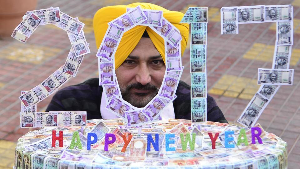 Artiste Harwinder Singh Gill displays his new artwork made with pictures of Indian currency notes on New Year's eve in Amritsar. Gill has made the artwork to wish everyone a prosperous new year. (Sameer Sehgal/HT)