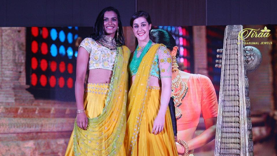PVSindhu (left) and Carolina Marin poses at the opening ceremony of Premier Badminton League (PBL)2017. (PBL)