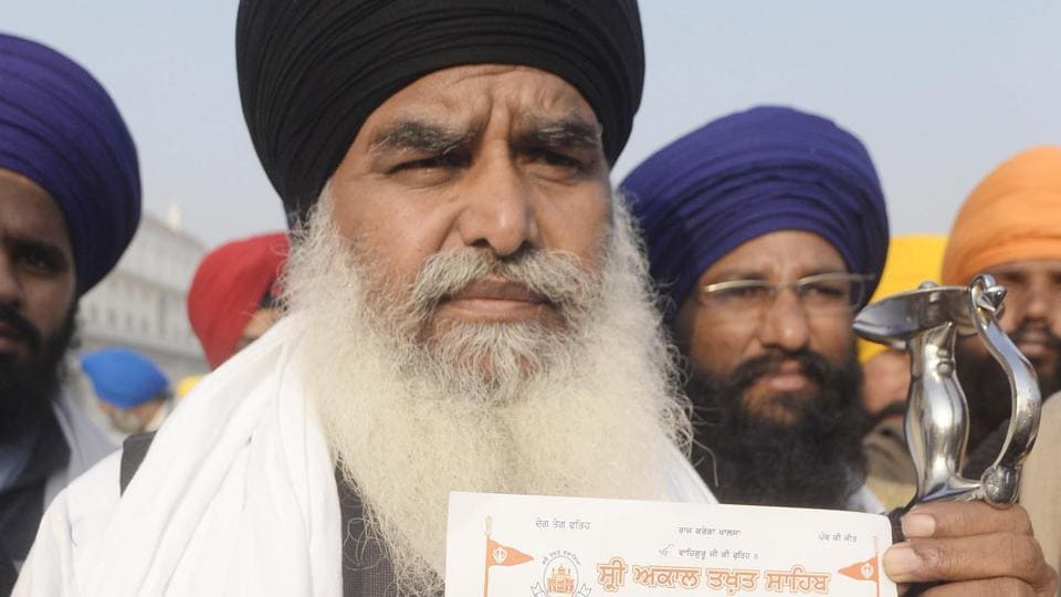 Radical jathedar Dhian Singh Mand addressing media inamritsar onSaturday.