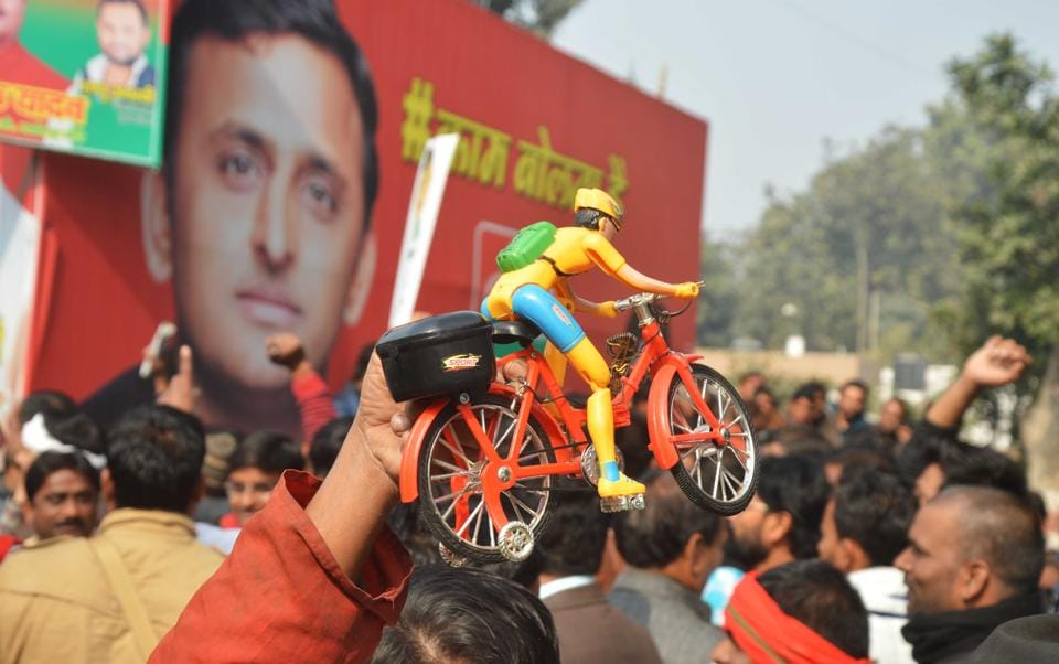 Supporters of both the Shivpal and Akhilesh camps near the Samajwadi Party office in Lucknow on Saturday.