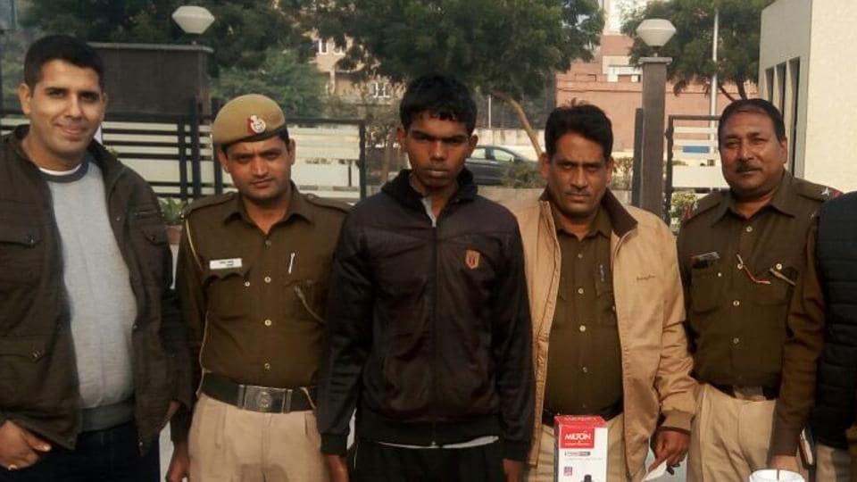 Delhi Police,credit card fraud,Jharkhand naxals