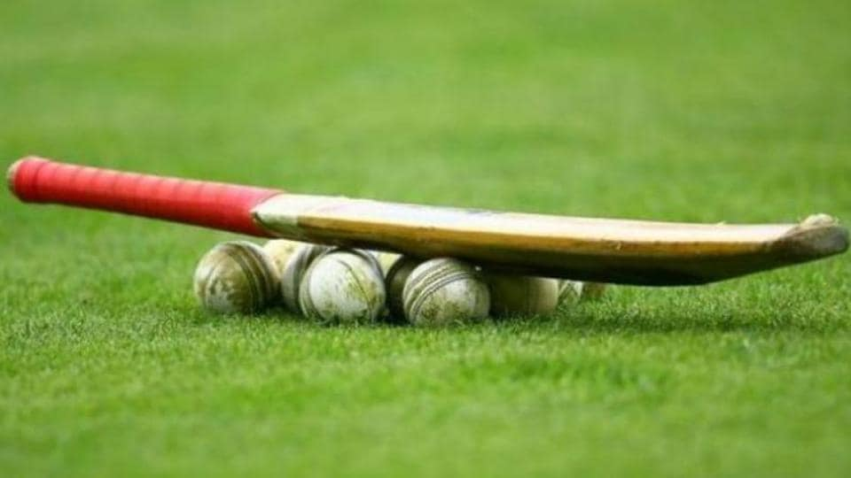 Defending champions Mumbai reached 171/4, still trailing by 134 runs, on the second day of the Ranji Trophy semi-final against Tamil Nadu.