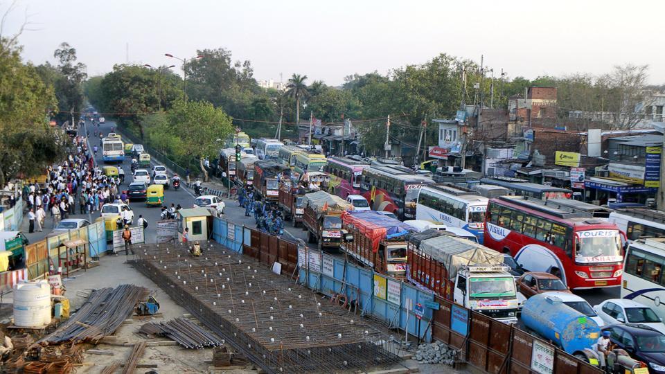 Delhi Metro,Delhi Metro Rail Corporation (DMRC),Commuting