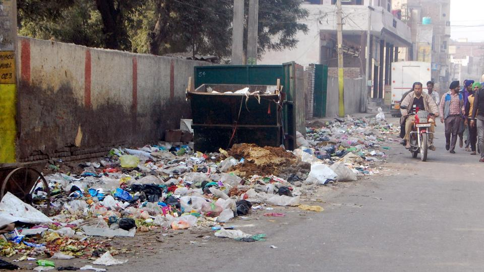 safai workers,strike,waste piles up