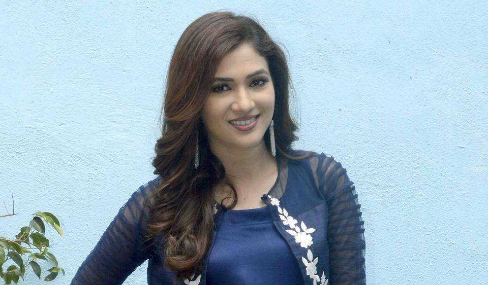Actor Ridhima Pandit plays the role of a super robot in comedy  show  Bahu Hamari Rajni Kant.
