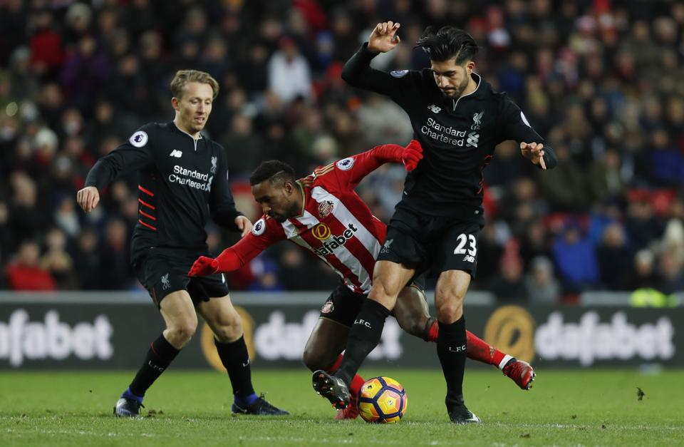 Sunderland's Jermain Defoe in action with Liverpool FC's Emre Can (R) and Lucas Leiva.