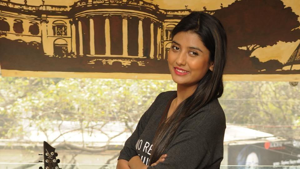 Bengali actress Parno Mittra will be sharing screen space with Irrfan in Bangladeshi director Mostofa Sarwar Farooki's bilingual  No Bed of Roses (Doob in Bengali).