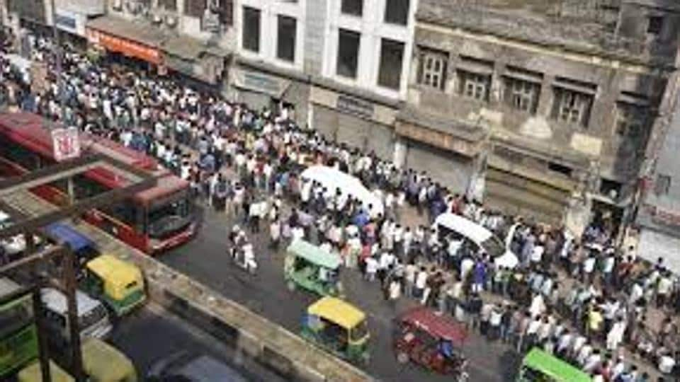 West Bengal,Queue,Stand and stare