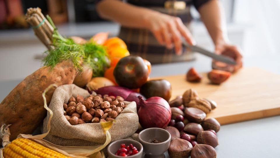 Making small changes in the kitchen, at the grocery store and in restaurants can help you make healthy food choices without thinking, say experts.