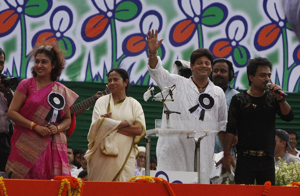 Actor-MP Tapas Paul (in white), with West Bengal chief minister Mamta Banerjee and others at a rally in 2010