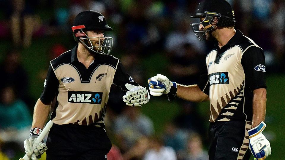 Kane Williamson smashed 73* and shared an 81-run stand with Colin de Grandhomme as New Zealand defeated Pakistan by six wickets in the first Twenty20 International in Napier.