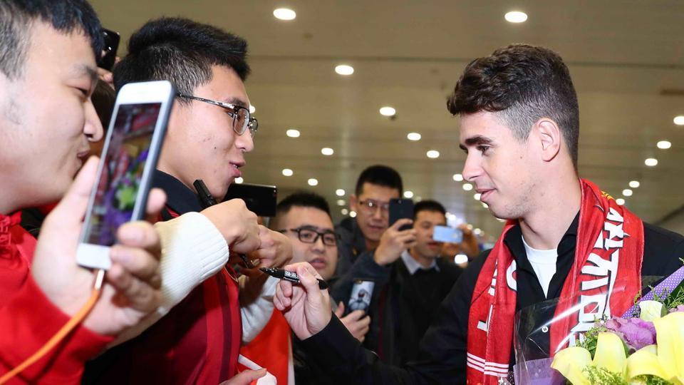 Oscar swarmed by fans in Shanghai following £60m transfer from Chelsea