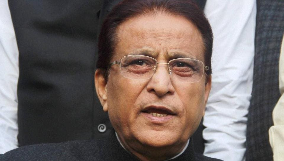 Samajwadi Party leader and UP state minister Azam Khan addresses a press conference in Lucknow on December 31.