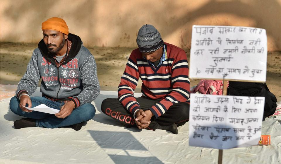 Shaheed Udham Singh's kin sitting on a dharna demanding jobs from the Punjab government, at Jantar Mantar in New Delhi.
