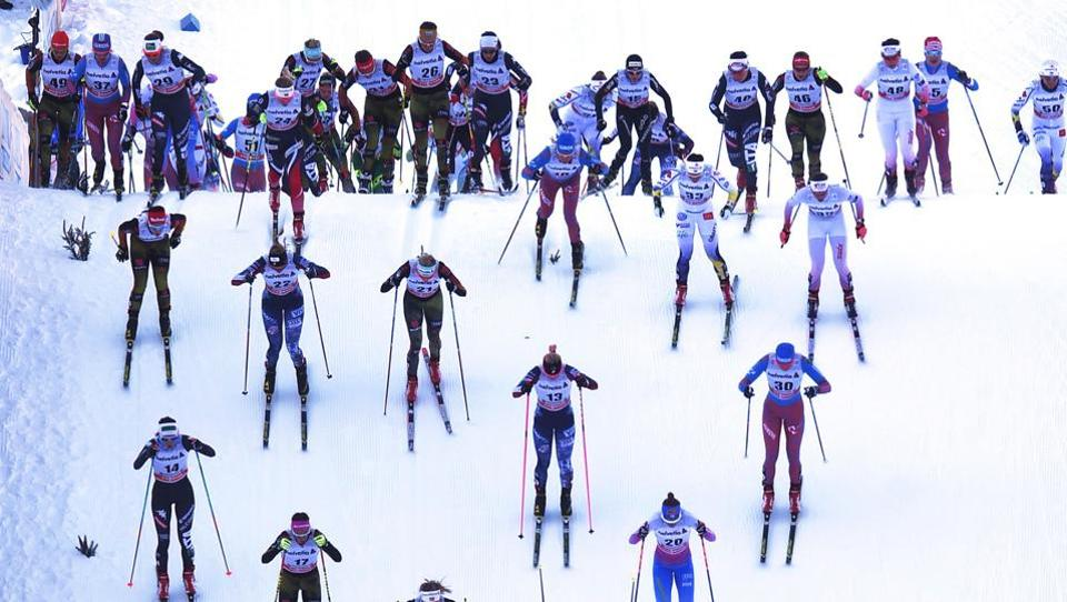 Athletes at the start of the ladies' 5 kilometers skiathlon competition of the