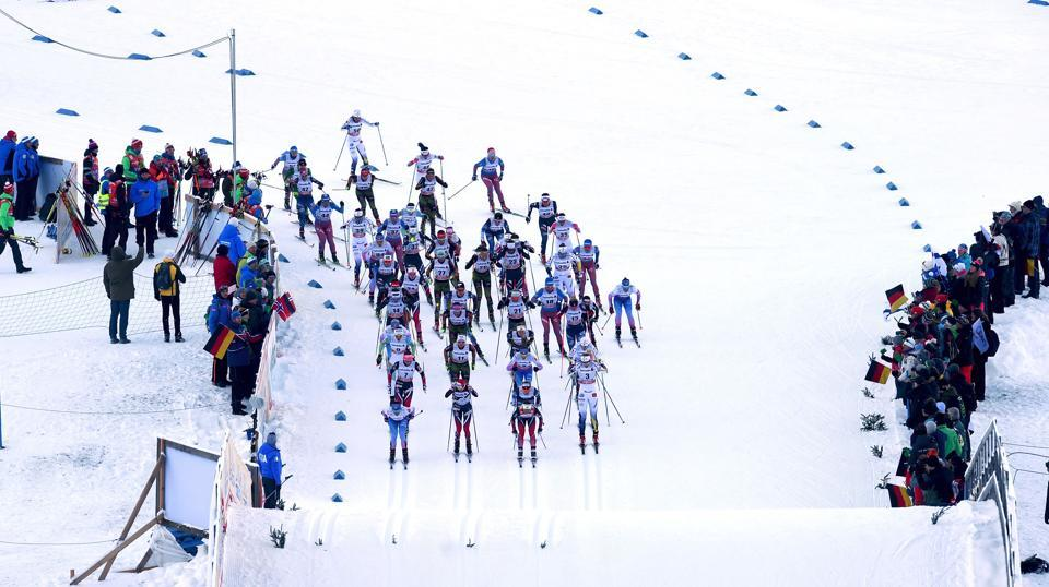 Athletes at the women's 5 kilometers skiathlon competition at  Oberstdorf, southern Germany.  (Christof STACHE / AFP)