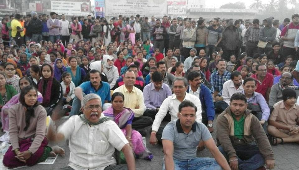 Thousands of commuters staged a protest before the Nallasopara bus depot on Wednesday at 5am, demanding that the Maharashtra State Road Transport Corporation (MSRTC) resume bus services with immediate effect.
