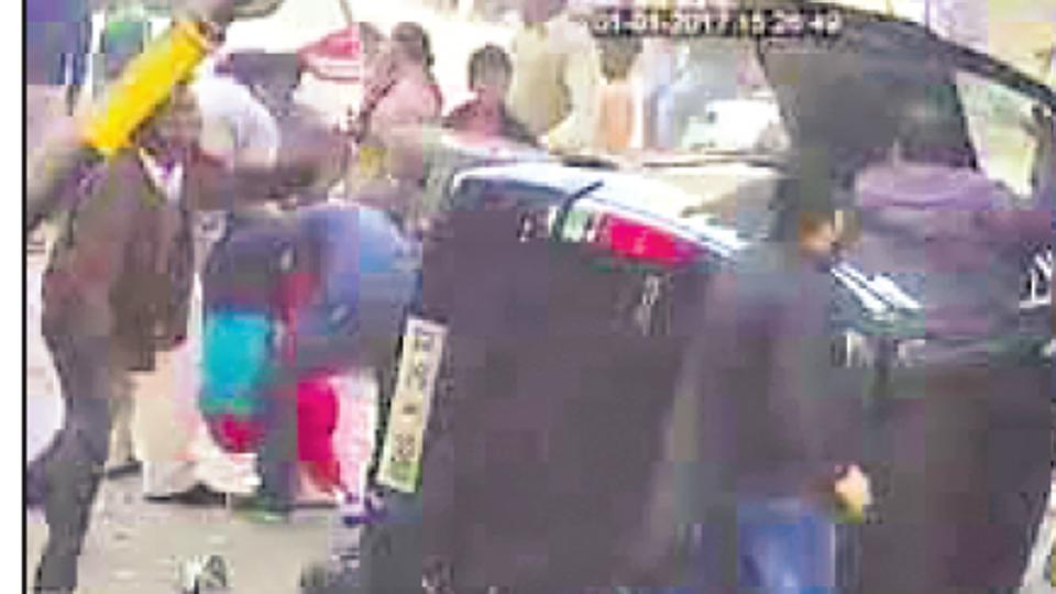 Minor crushes woman,Delhi accident,Minor driving