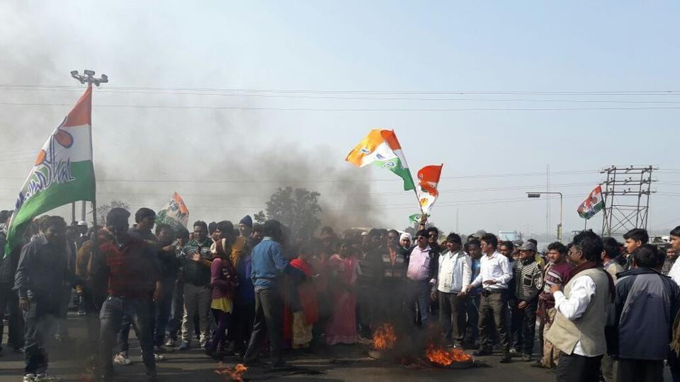 Protests near the Bengal-Jharkhand border in Burdwan district.