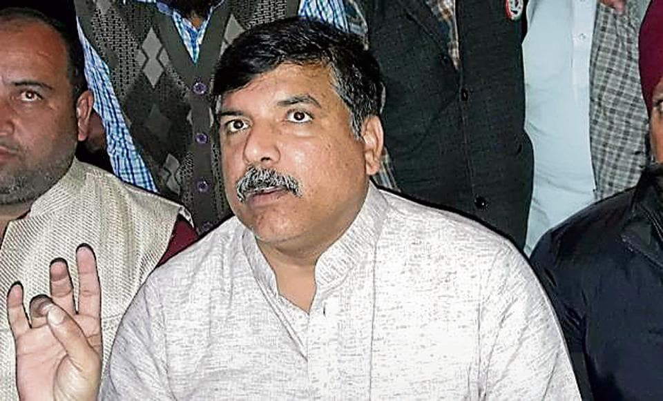 AAp's Punjab affairs in-charge Sanjay Singh addressing a press conference in Sirhind.