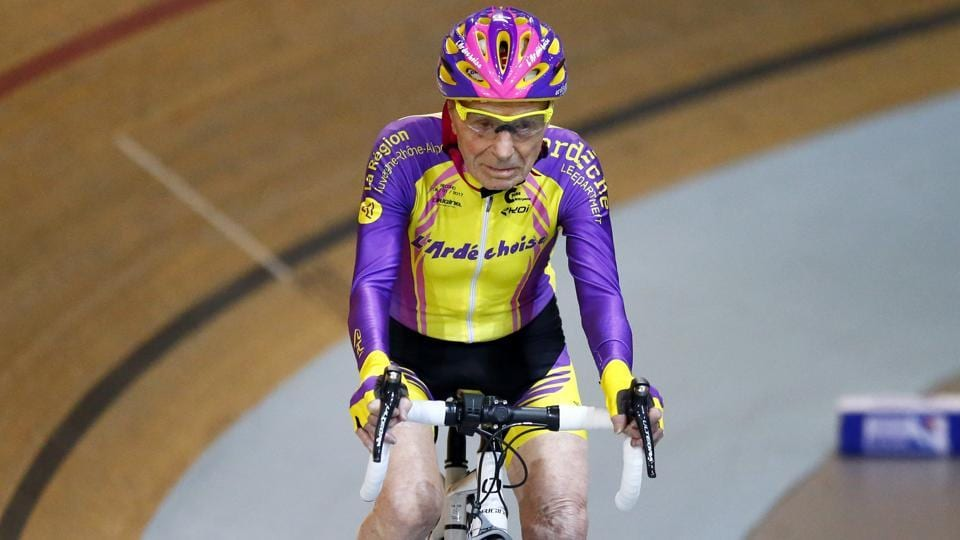 French cyclist Robert Marchand, aged 105, finishes after setting a record for distance cycled in one hour, at the velodrome of Saint-Quentin en Yvelines, outside Paris, Wednesday, Jan. 4, 2017 (Francois Mori) / AP)