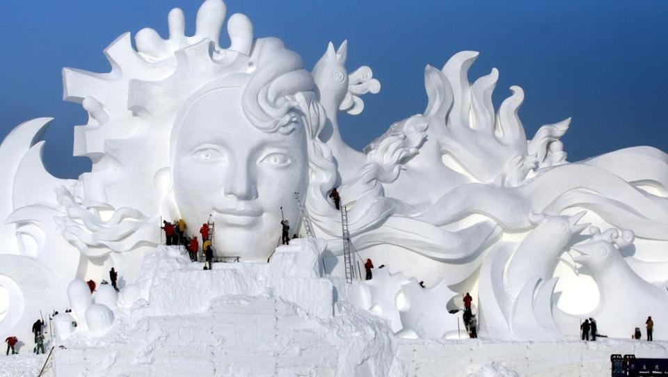 Artists work on snow sculptures at an exhibition in Harbin, Heilongjiang province, China, December 13, 2016.  (REUTERS)