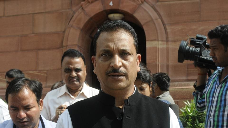 Union minister Rajiv Pratap Rudy had to miss his Patna flight as the boarding gate closed by the time he reached there. According to sources, Rudy was travelling with Jet Airways and had collected his boarding pass.