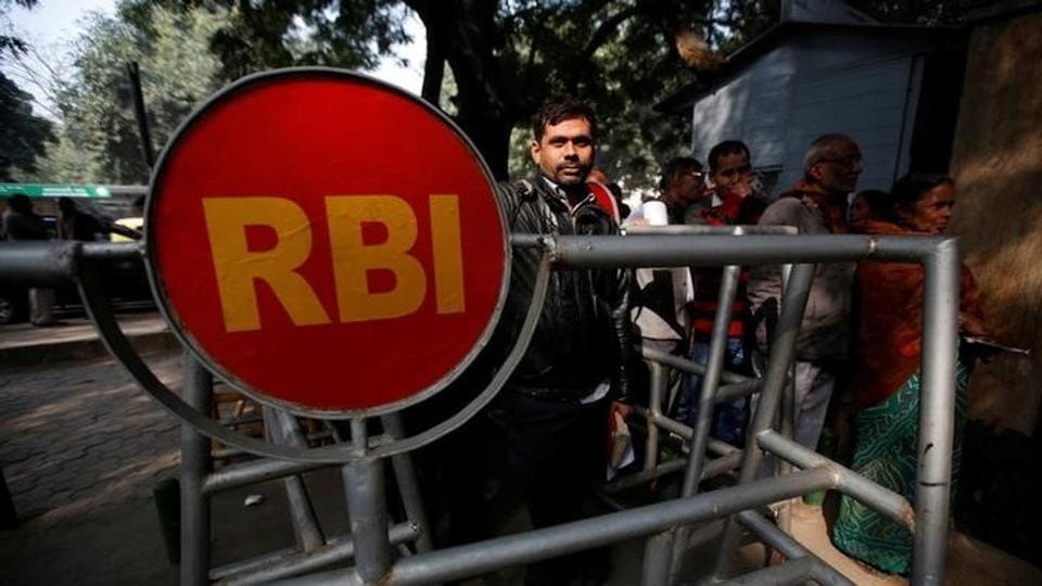 RBI,Old notes,Woman strips