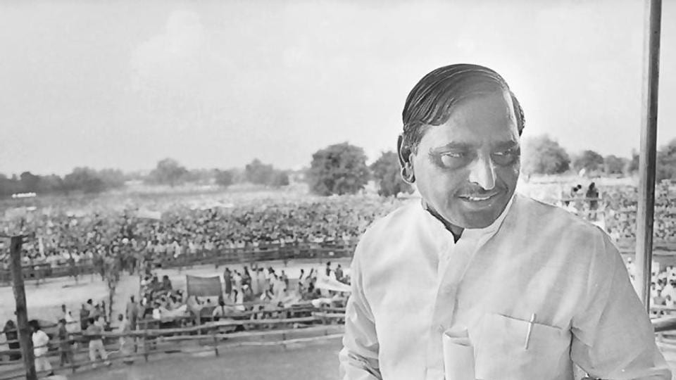 Mulayam Singh Yadav at an election rally in 1990, Lucknow