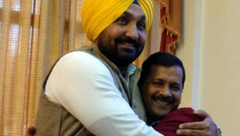 Jassi Jasraj with AAP convener Arvind Kejriwal