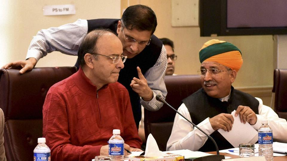 Union finance minister Arun Jaitley (left) at a pre-budget meeting. The NDA government will place the Union Budget in the Lok Sabha on February 1, pushing the schedule ahead by three weeks. However, the opposition is claiming that it is too close to the poll schedule. Goa and Punjab are slated to vote on February 4.