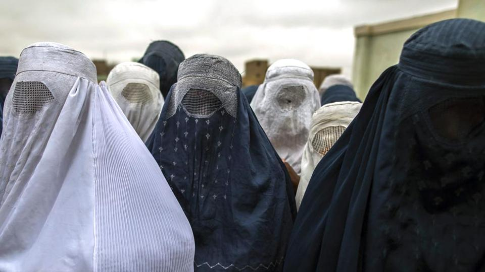 """A hijab-clad woman and her family were called a """"bunch of terrorists"""" in Houston."""