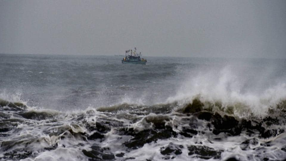The fishermen from Jegathapattinam in Pudukottai district were fishing in Neduntheevu on Wednesday night when the Lankan navy arrested and took them to Kankesanthurai in northern Sri Lanka.