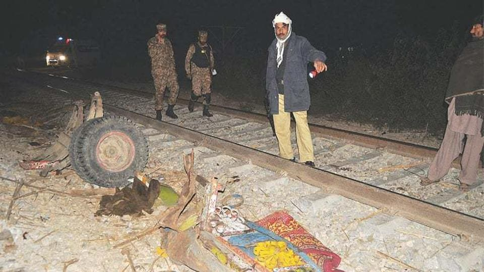Train accident,Pakistan,Unmanned crossing
