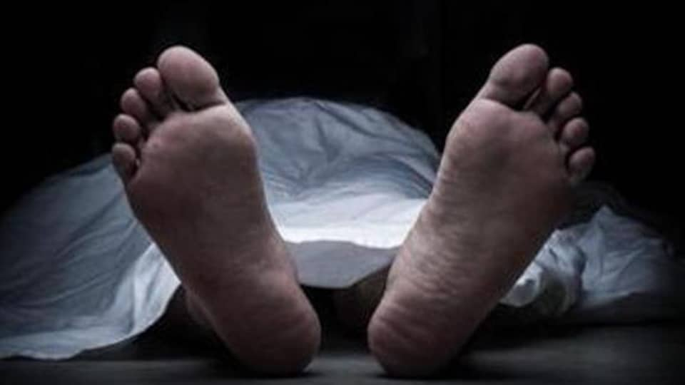The police have lodged a case of murder against unknown on the complaint submitted by the son of the deceased.