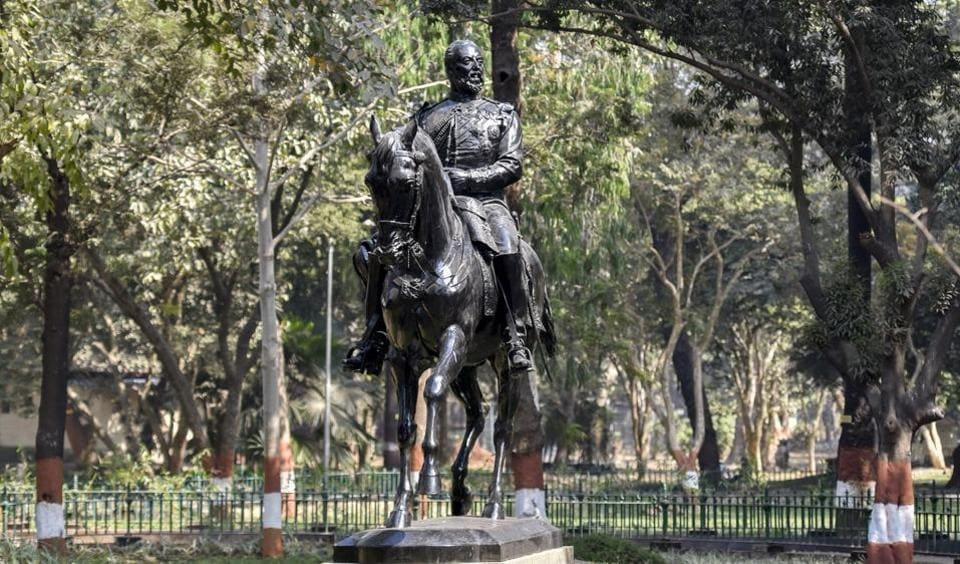The original Kala Ghoda statue outside Dr Bhau Daji Lad Museum at Byculla zoo.  (KUNAL patil/HT )