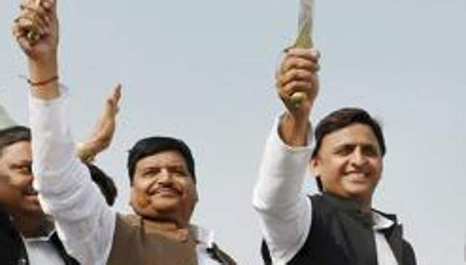 Uttar Pradesh  chief minister Akhilesh Yadav with his uncle Shivpal Singh Yadav in November 2016. The feud between the uncle and nephew has led to a vertical split in the party ahead of the crucial assembly elections due in February.