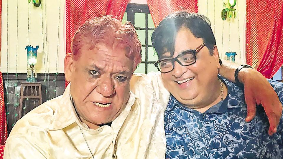 Om Puri with producer Om Chhangani during the shoot of Mr Kabaadi in Lucknow.