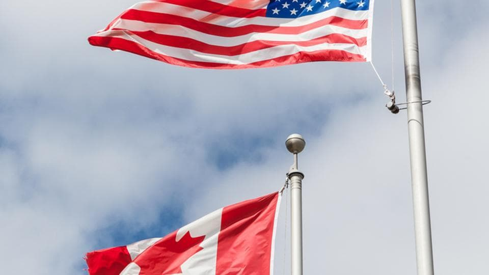 A bomb threat on Friday prompted authorities to close and evacuate one of the most important border crossings between Canada and the United States.