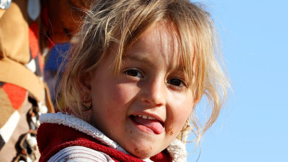 A displaced Iraqi girl who fled the Islamic State stronghold of Mosul, is seen at Khazer camp, Iraq. (Reuters Photo)