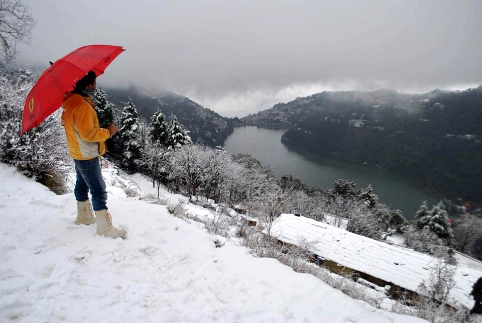 Nainital experienced fresh snowfall  along with the  higher reaches of the Himalayas in the Kumaon and Garwal regions in Uttarakhand on Saturday.