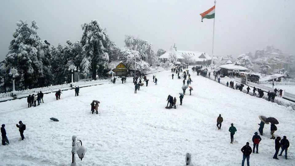 "People enjoy heavy snowfall at Ridge. The snowfall froze the ""Queen of Hills"", as Shimla was fondly called by the British. (Deepak Sansta/HTPhoto)"