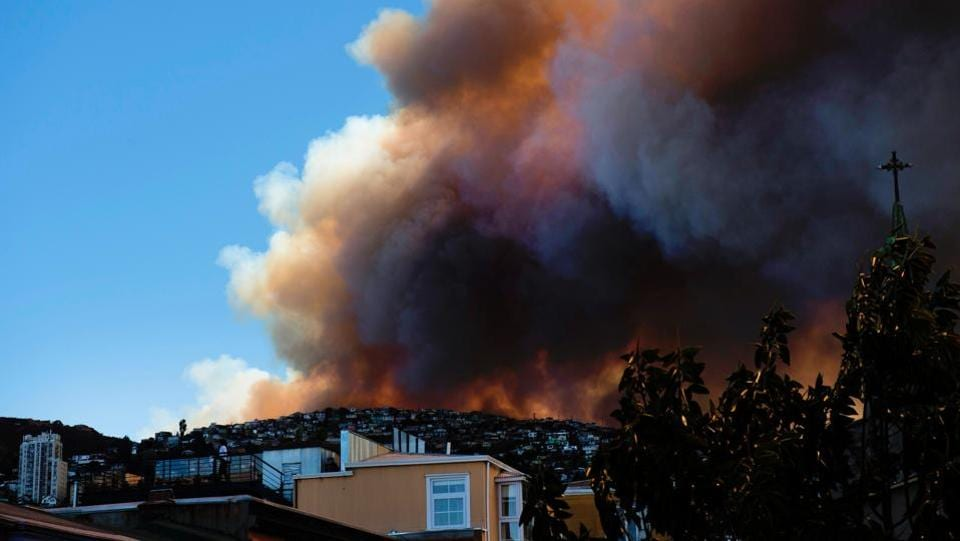 Smoke billows from a forest near Valparaiso, in Chile, on January 02, as the fire threatens to reach the city's port.  (AFP)